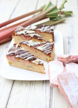 Rhabarber-Blondies mit Le Biscuit Rose