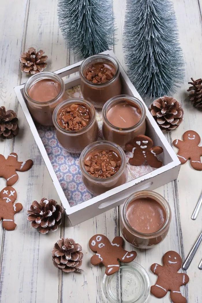 Tonkabohnen-Mousse-au-Chocolat mit Gingerbread und Karamellsoße | Einfach & Schnell