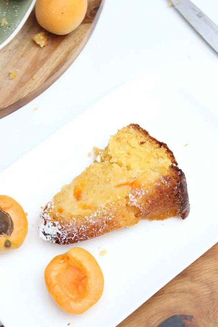 Aprikosen-Joghurt-Gugelhupf
