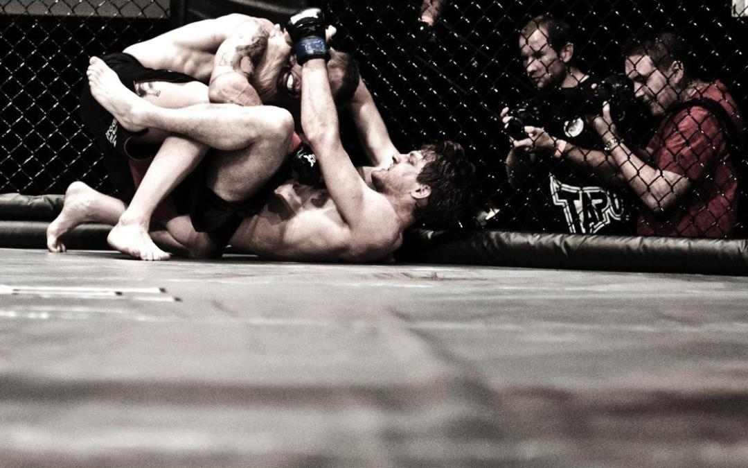 Gogoplata Submission in MMA from Rubber Guard Video