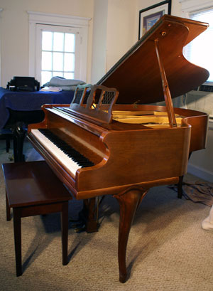 Chickering Baby Grand Piano - Sonny\'s PianoTV