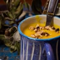 Crema di zucca delica con granella di nocciole - spostare costantemente i confini