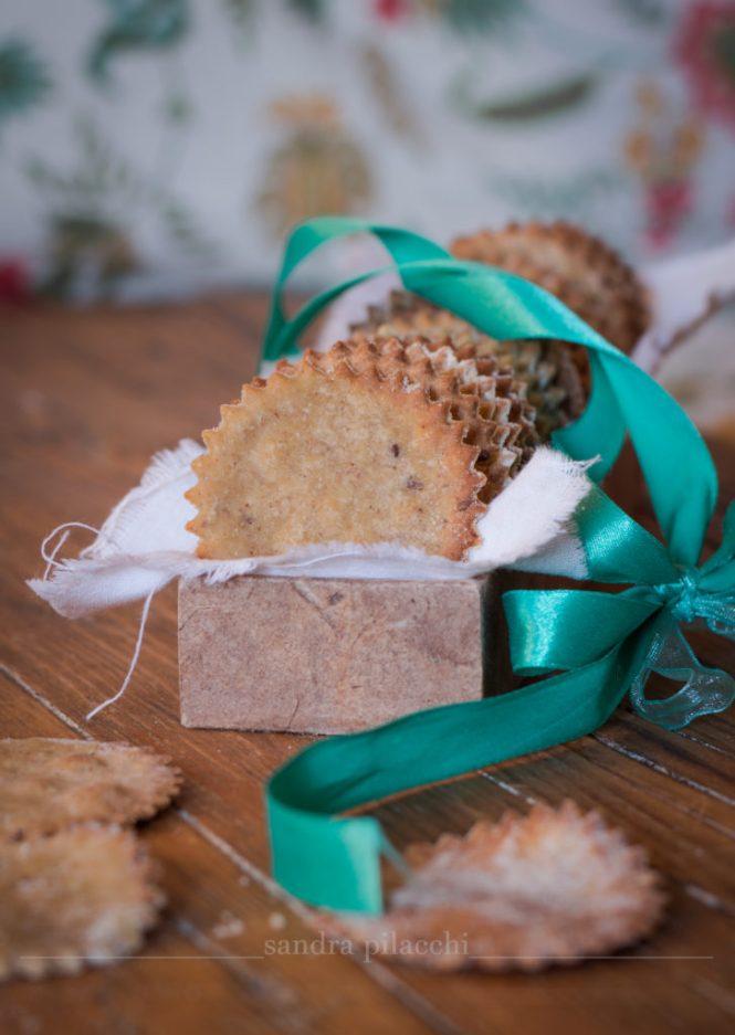 Crackers di farina di sorgo, amaranto, semi di lino e pepe nero