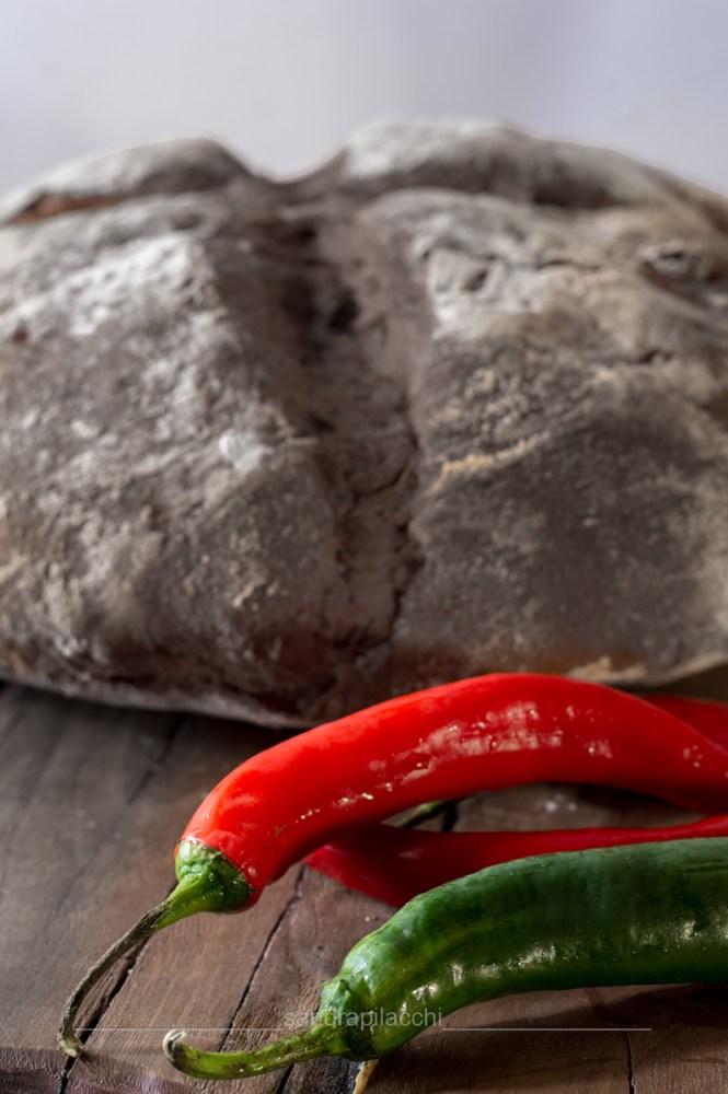 Pane con paprika e peperoncini dolci