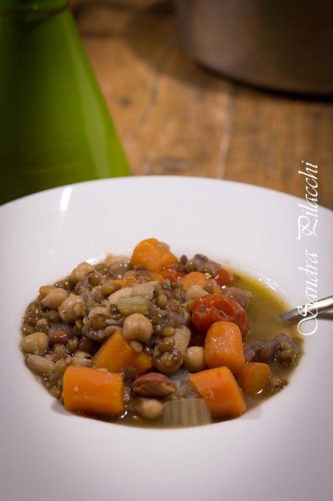Zuppa di legumi svuota frigo