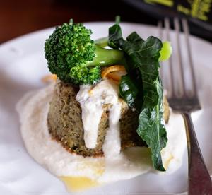 Sformatini di broccoli su fonduta di caprino ed emulsione di olio evo IGP Toscano e arancia