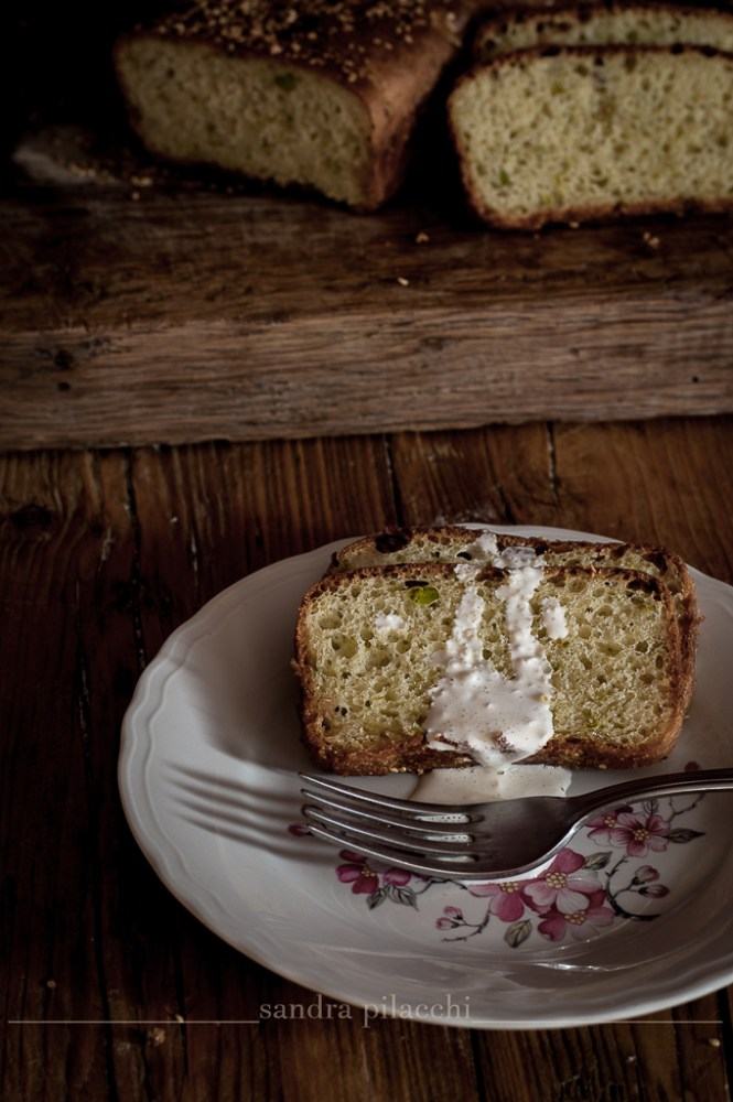 Pan brioche salato con piselli e pancetta