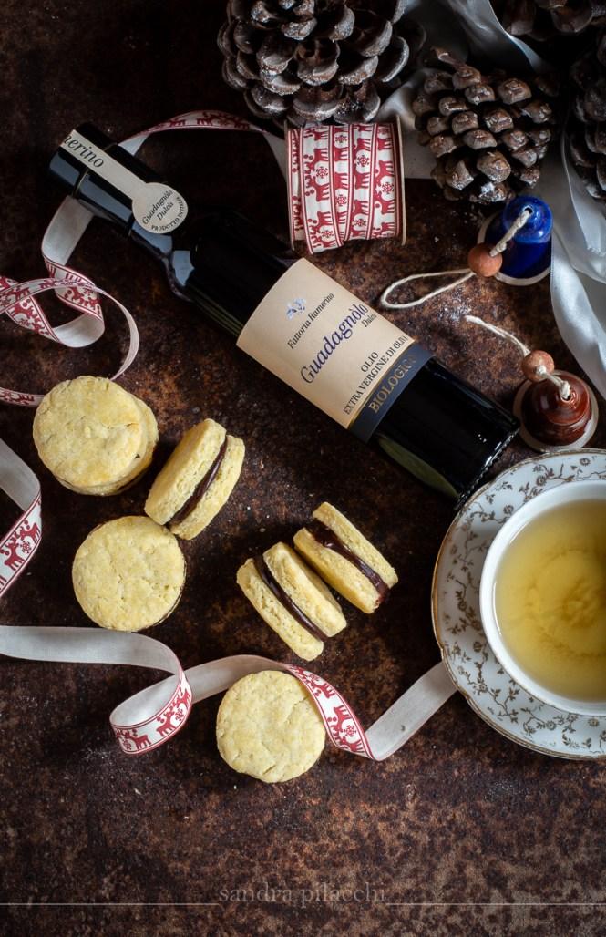 Frollini all'olio extra vergine di oliva  biologico Guadagnòlo Dulcis con ganache al cioccolato amar