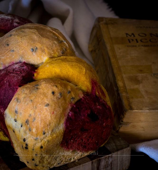 Treccia di pane tricolore