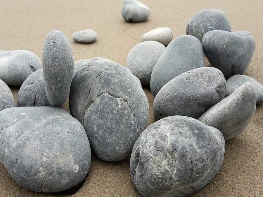 De Piedras, Tropiezos y Caídas