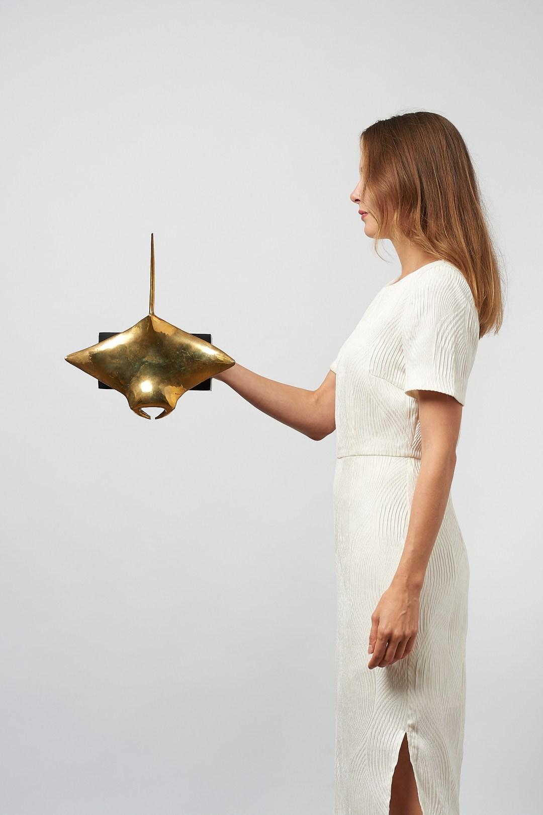 medium manta ray in polished bronze