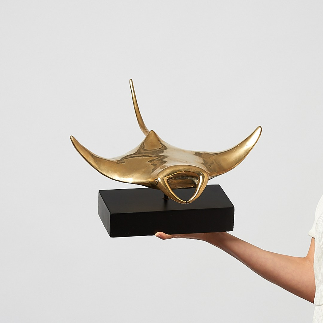 manta ray in polished bronze, large