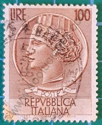 Sello de 100L Moneda de Siracusa - Italia 1955
