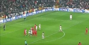Benfica marca golo que ficará para sempre na memória. A bola bateu 3 vezes no ferro antes de entrar...