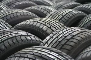 Como saber o estado dos pneus do seu carro usando apenas uma moeda!