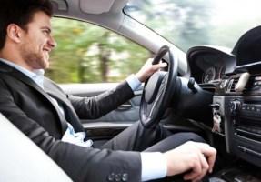 Vícios de condução que tem de perder rapidamente pois vão estragar o seu automóvel