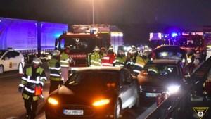 Dono de Tesla destrói carro ao salvar condutor inconsciente!