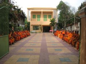 Alms Food Collection to 100 Monks ធើ្វបុណ្យរាប់បាត្រ១០០អង្គ