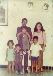 Prime Minister Hun Sen, His Spouse Bun Rany Hun Sen, and their children. Photo courtesy: Facebook