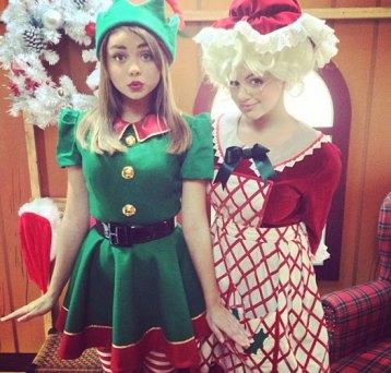 Sarah-Hyland-Ariel-Winter-Christmas