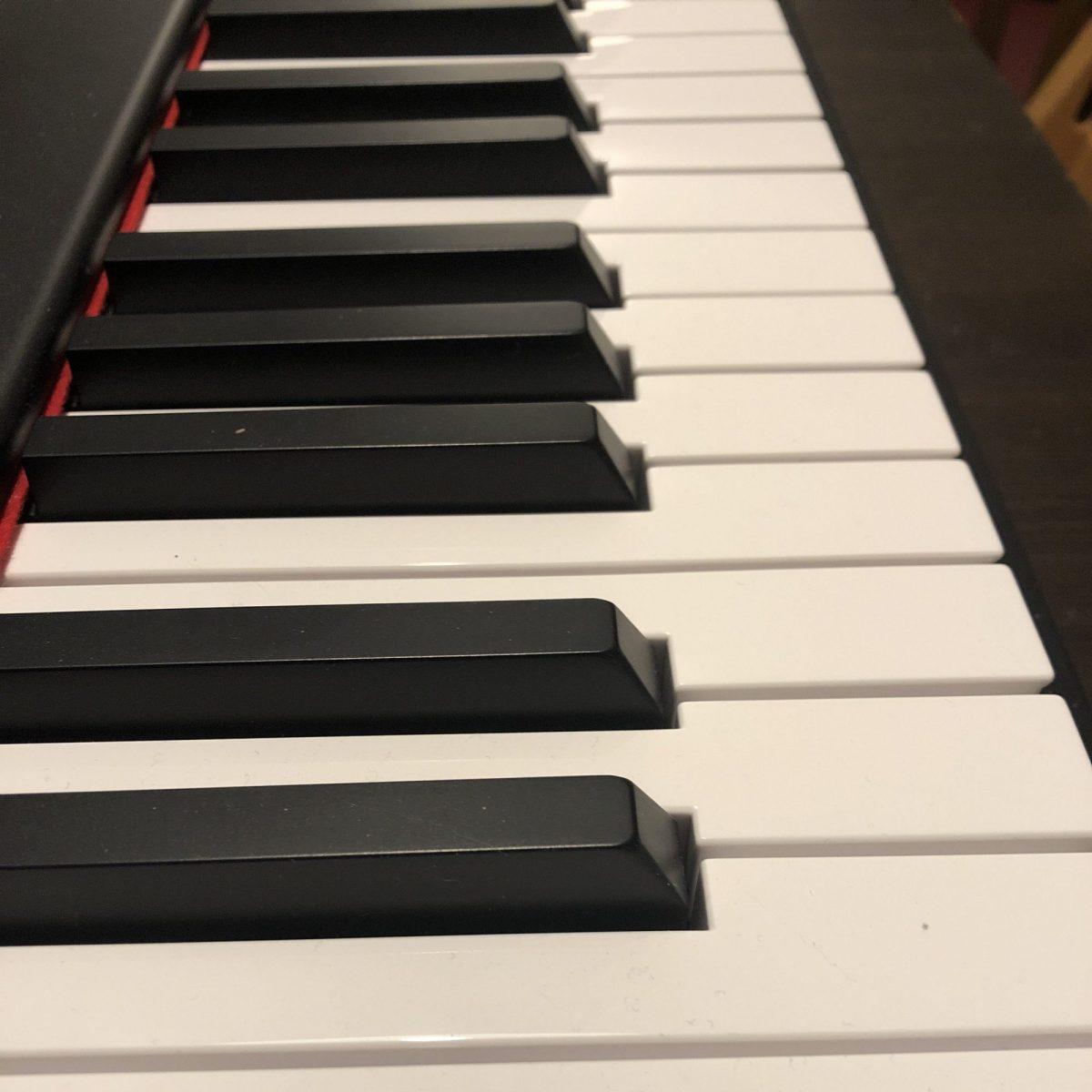 Touches de piano en gros plan