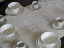Service de table, email 'coquillage', création textile Hélène Lachambre.