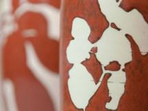 Hommage à Kelly Ellsworth, détails, vase, email 'kaki', dessin de ronce en réserve.
