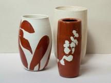 Hommage à Kelly Ellsworth, vases porcelaine, 24 cm x 15 cm, émail 'kaki', dessin en réserve, ronce et avocatier.