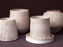 Série de Vases gravés, émail 'coquillage'.