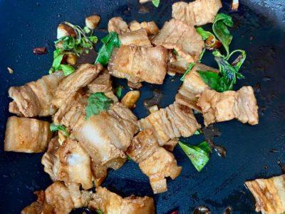 泰式九層塔炒五花肉片