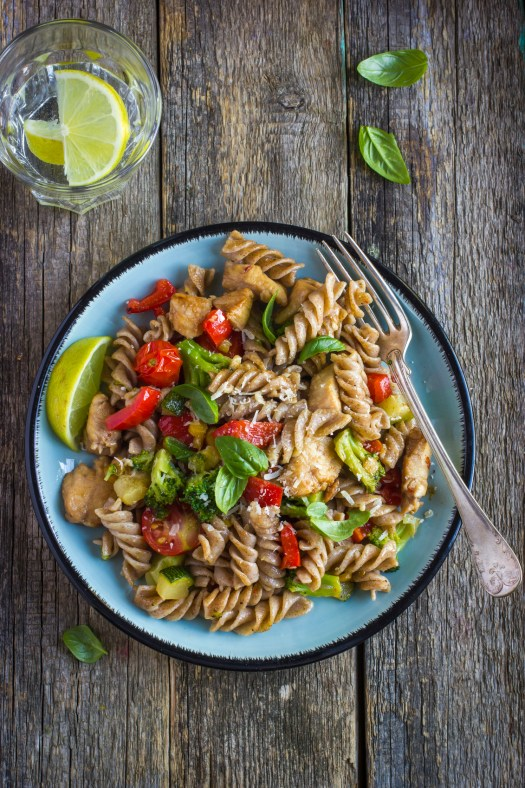 Wholewheat fusilli pasta with chicken and vegetables