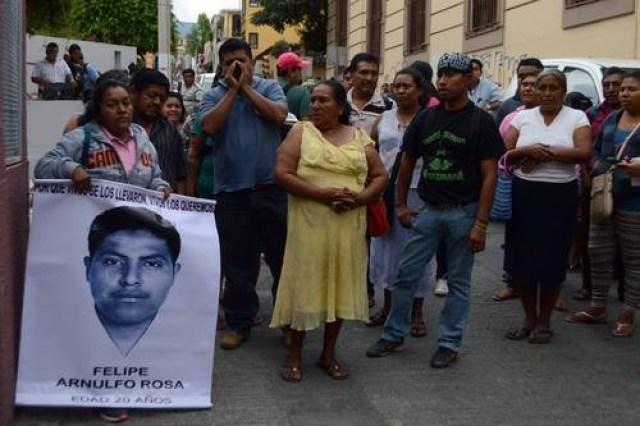 familiares ayotzinapa