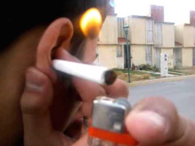cigarro_oido_d