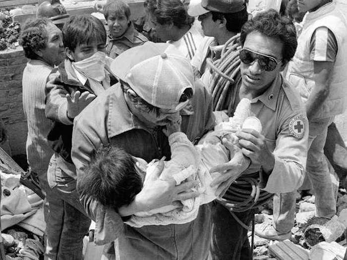 Resultado de imagen para bebes rescatados en el terremoto de 1985