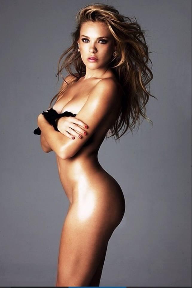 Chica Uderage desnuda 12 uk