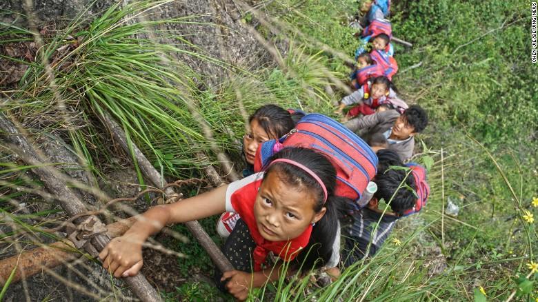 niños china acantilado2