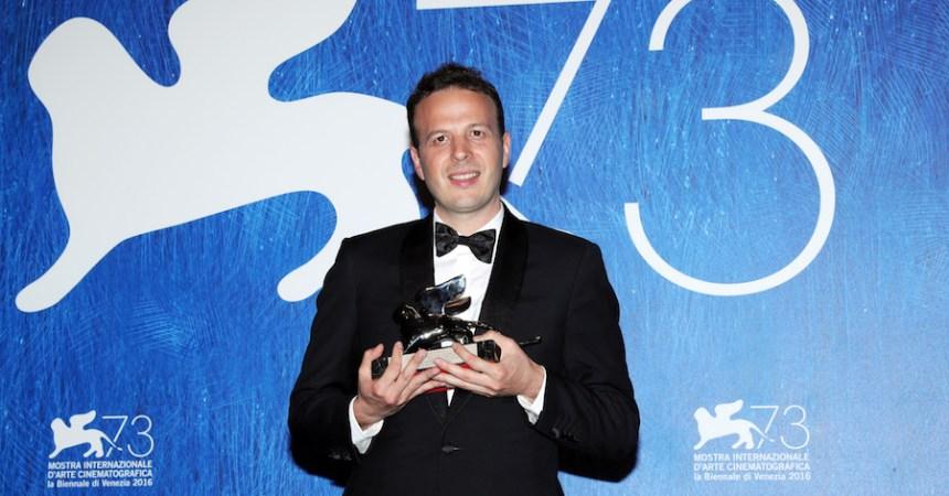 El director mexicano Amat Escalante fue reconocido como mejor director en la Mostra