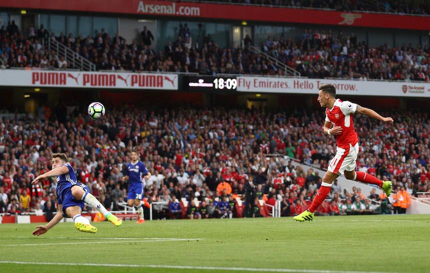 Mesut Ozil logró el tercer gol del Arsenal en su victoria contra el Chelsea