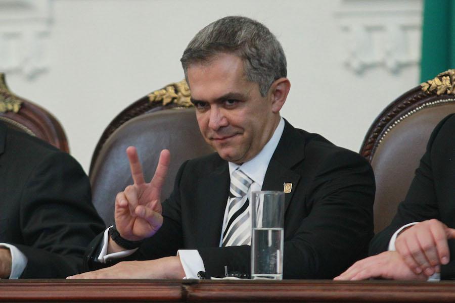 Mancera llama a resolver problemas electorales vía institucional