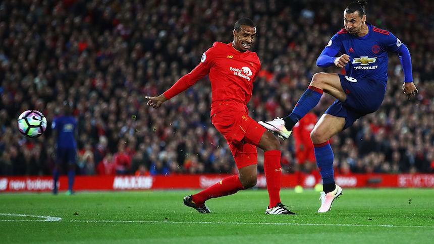 Zlatan tuvo un mal juego contra ell Liverpool