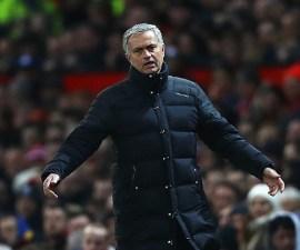 José Mourinho enojado
