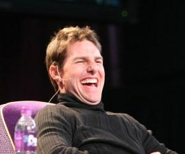 Tom Cruise riéndose