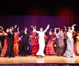 Bailaoras flamencas en escenario