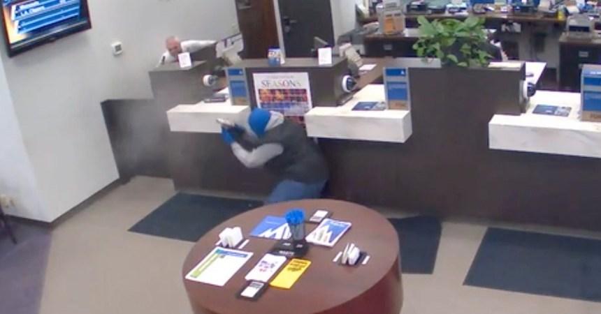 Asaltante fulminado por guardia bancario