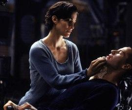 Neo conectándose a la Matrix