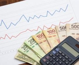 billetes, gráficas y calculadora