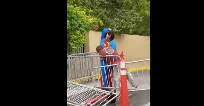 La golpiza de Superman a un vagabundo