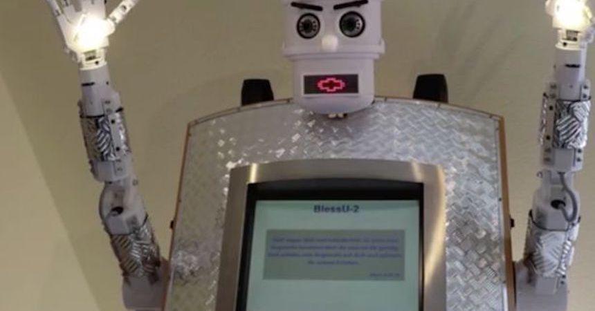 BlessU-2 - Robot sacerdote