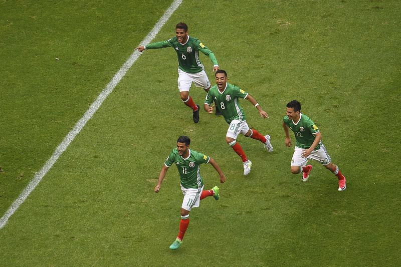 Gol de Carlos Vela en el Estadio Azteca