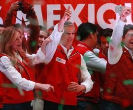 Alfredo del Maza celebra su triunfo en el Estado de México